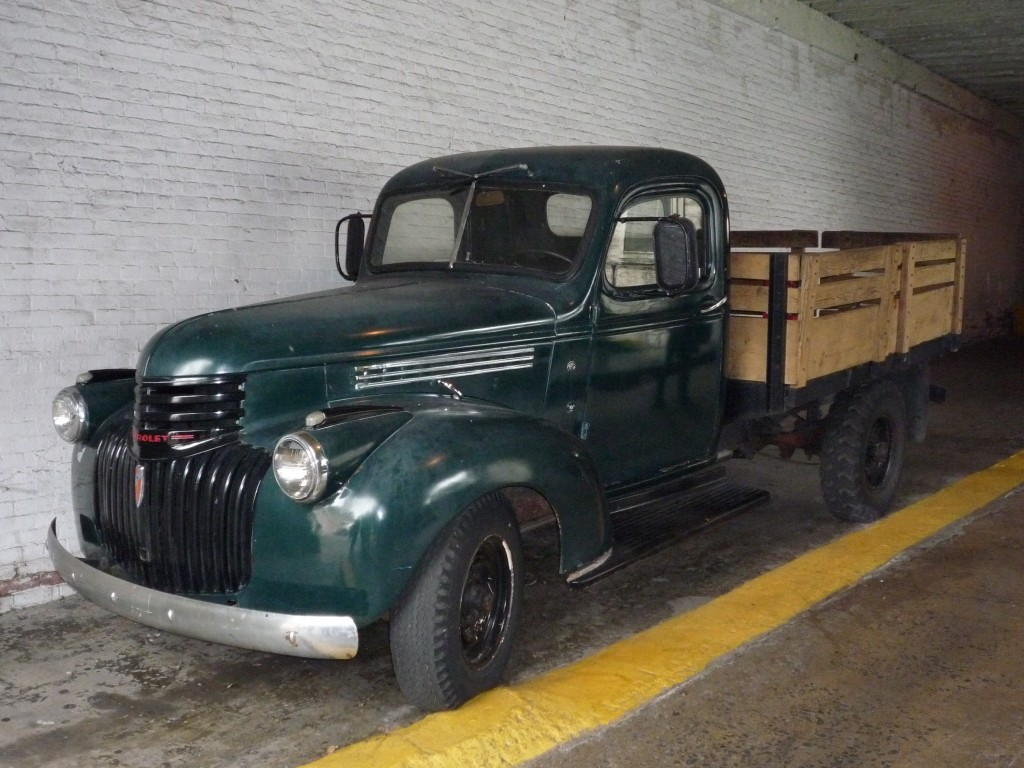 Äldre amerikansk lastbil