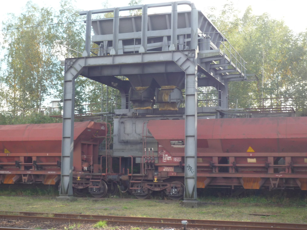 Coal loading device for former steam locomotives