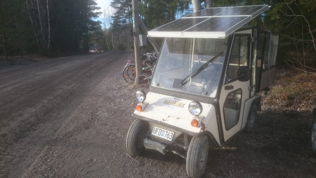 Elektric golf cart for weekend transport, photovoltic charged in the weeks